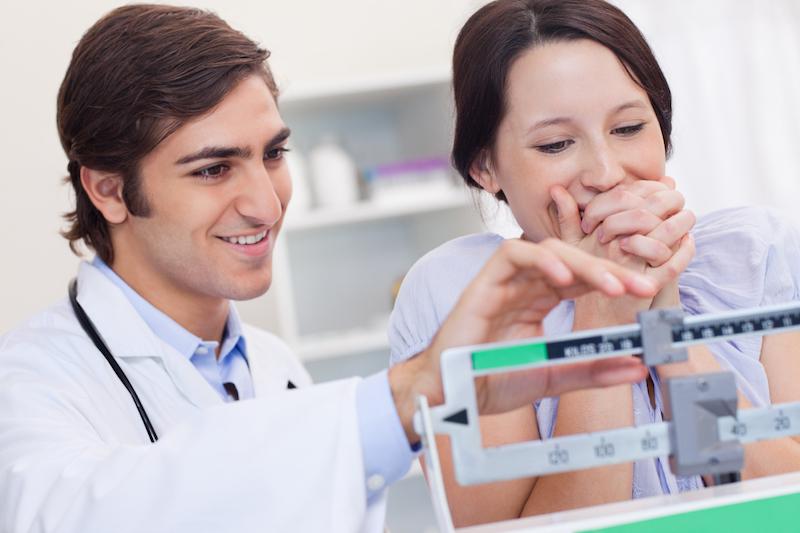 nutritionniste et patiente suivi de poids